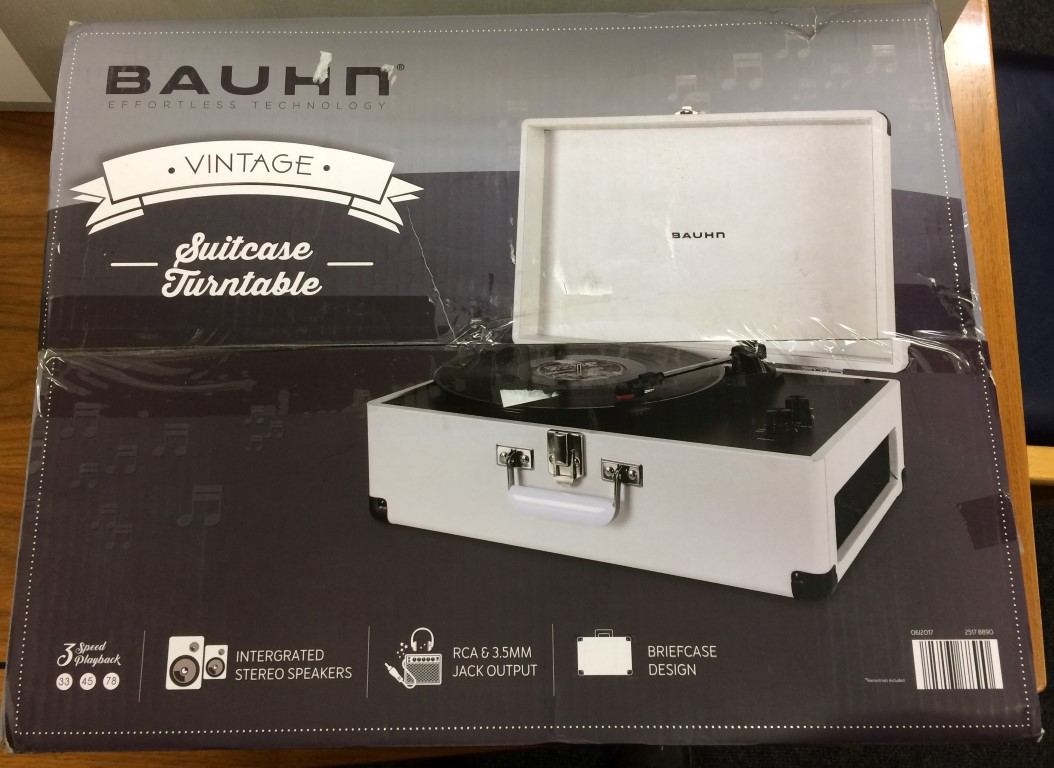 bauhm-record-player-turn-table-stereo-box-view